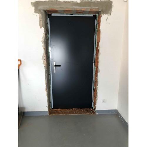 Dvoukřídlé venkovní vchodové dřevěné dveře do domu