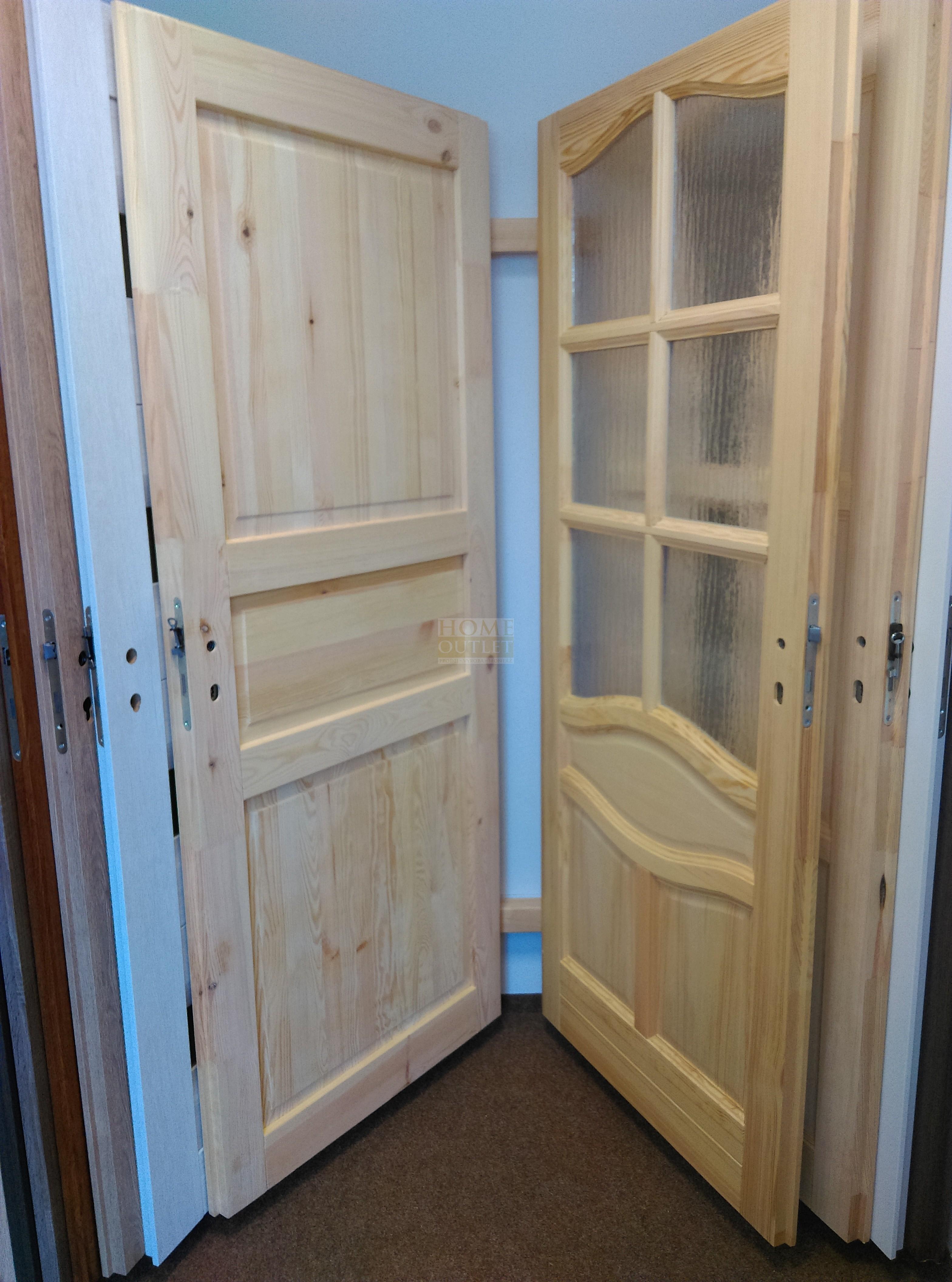 Dřevěné vchodové dveře skladem